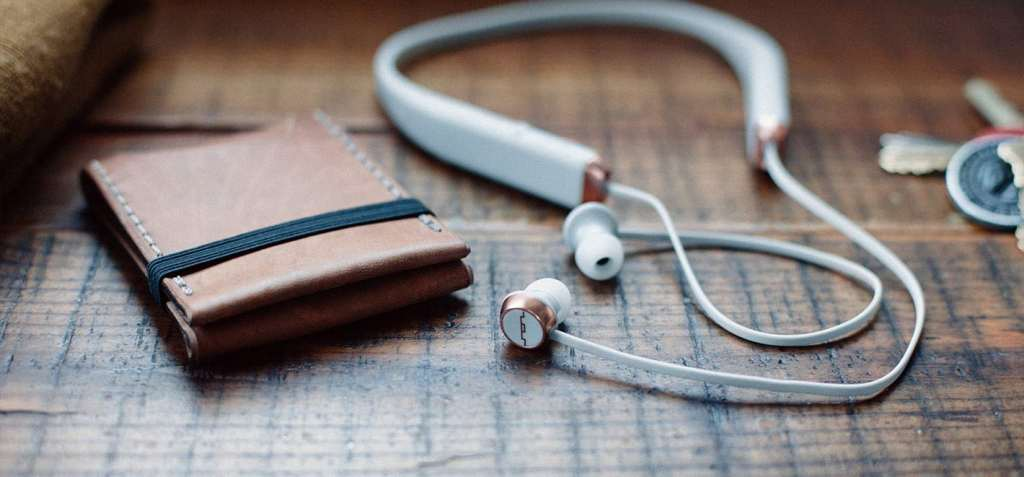 sol-shadow-black-bt-earphones-lifestyle