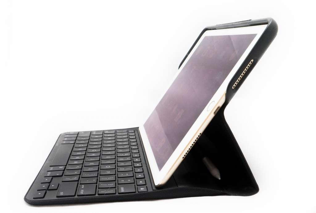 logitech-logi-create-ipad-pro-keyboard-case-9-7-review-2016-13
